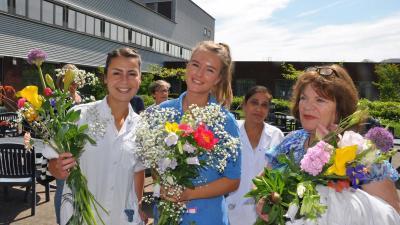 Ziekenhuis verrast haar verpleging met bloemen