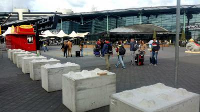 betonblokken-terreur-Schiphol